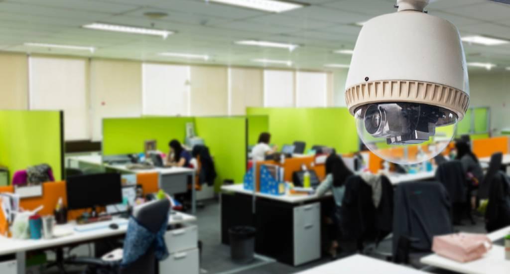 نظارت بر کارمندان با دوربین مدار بسته